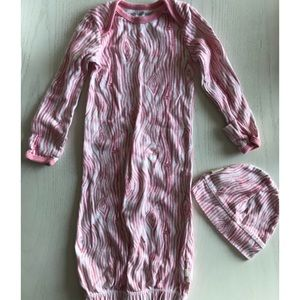 Burt's bees baby gown with hat | fits 0-6 mo.